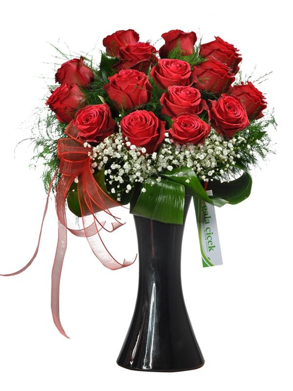 15 İthal Kırmızı Güller