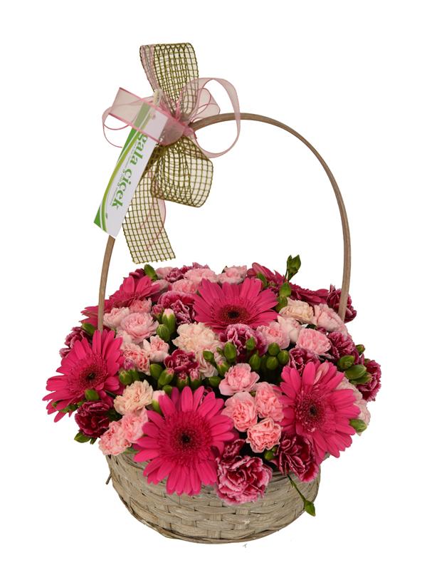 Kulplu Sepette renkli çiçelkler