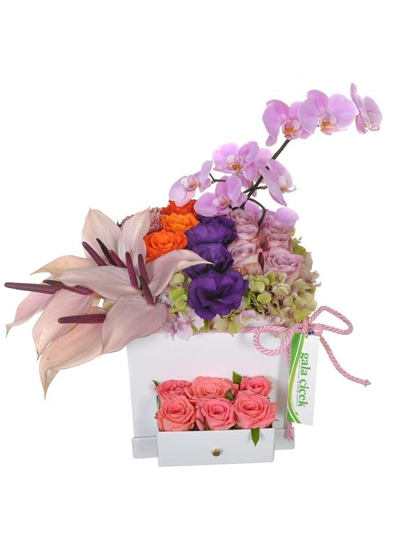 Kutuda Vip Çiçekler